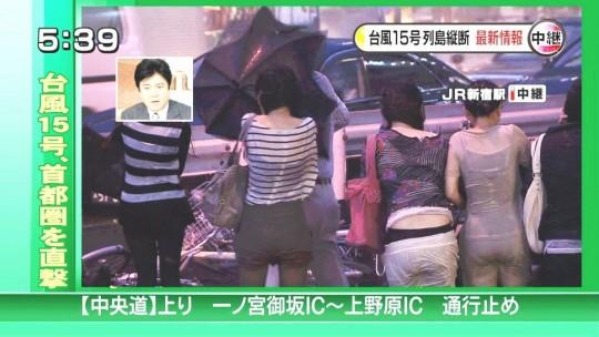 【ハプニン具】台風のLIVE中継でハミ陰部が放送されて爆死した宮崎のJKwwwwwwwwwwww(画像あり)・18枚目