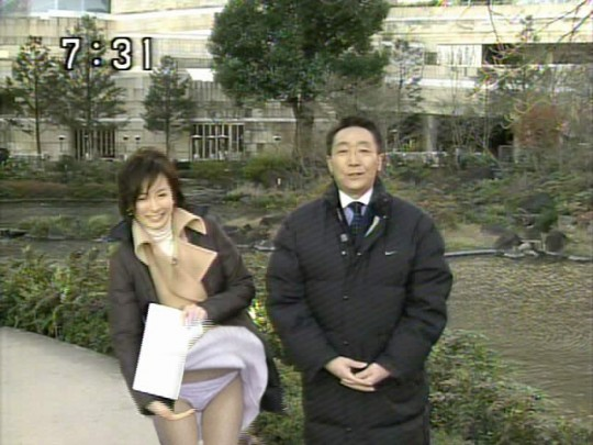 【ハプニン具】台風のLIVE中継でハミ陰部が放送されて爆死した宮崎のJKwwwwwwwwwwww(画像あり)・20枚目