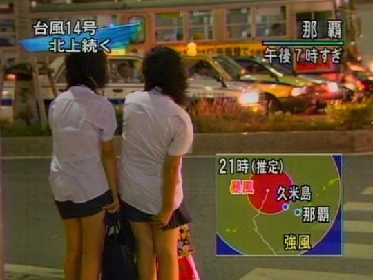 【ハプニン具】台風のLIVE中継でハミ陰部が放送されて爆死した宮崎のJKwwwwwwwwwwww(画像あり)・23枚目