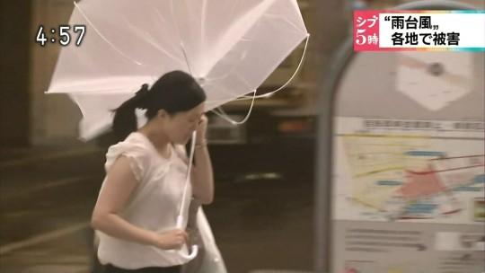 【ハプニン具】台風のLIVE中継でハミ陰部が放送されて爆死した宮崎のJKwwwwwwwwwwww(画像あり)・28枚目