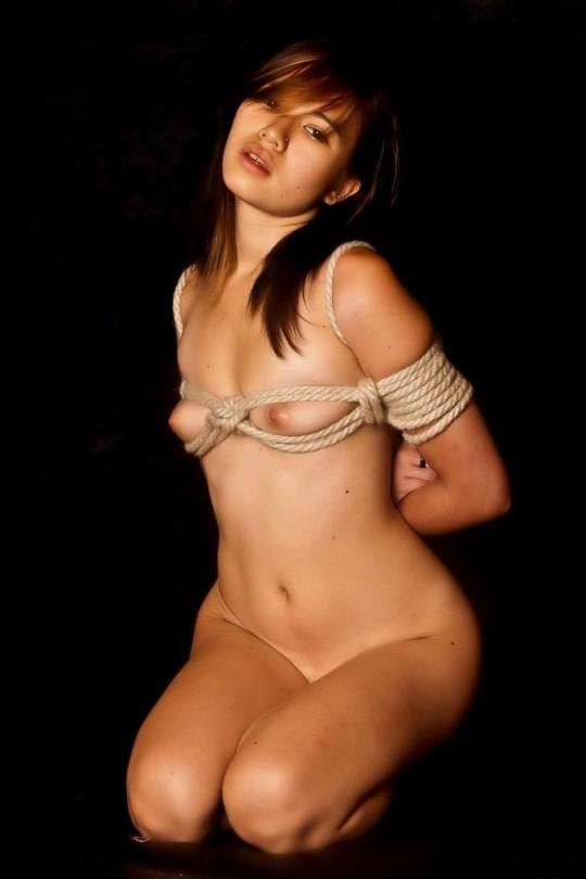 【画像あり】女 の 身 体 の 自 由 を 完 全 に奪 っ た 時 の 征 服 感 は 異 常wwwwwwwwwwwww・20枚目
