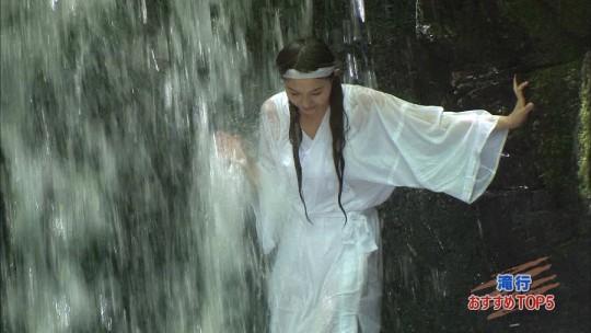 【画像あり】露骨なエロ番組で話題の「ランク王国」の滝行の回がやっぱり当たり回な件について。・1枚目