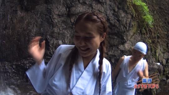 【画像あり】露骨なエロ番組で話題の「ランク王国」の滝行の回がやっぱり当たり回な件について。・7枚目