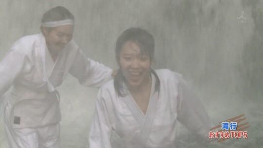 【画像あり】露骨なエロ番組で話題の「ランク王国」の滝行の回がやっぱり当たり回な件について。・13枚目