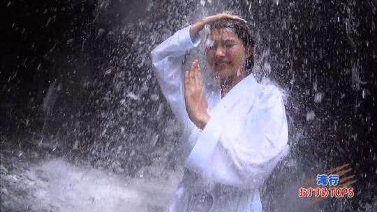 【画像あり】露骨なエロ番組で話題の「ランク王国」の滝行の回がやっぱり当たり回な件について。・17枚目