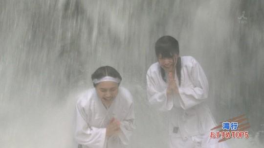 【画像あり】露骨なエロ番組で話題の「ランク王国」の滝行の回がやっぱり当たり回な件について。・21枚目