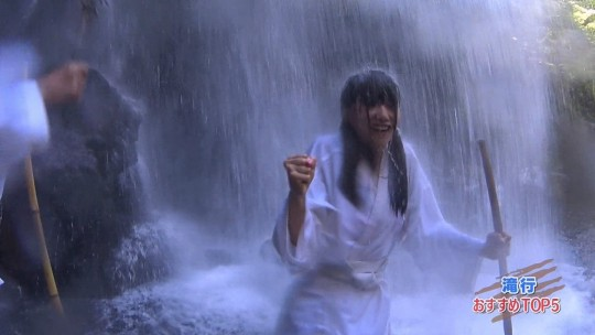 【画像あり】露骨なエロ番組で話題の「ランク王国」の滝行の回がやっぱり当たり回な件について。・23枚目