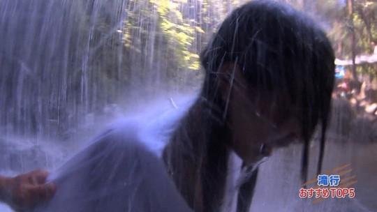 【画像あり】露骨なエロ番組で話題の「ランク王国」の滝行の回がやっぱり当たり回な件について。・24枚目