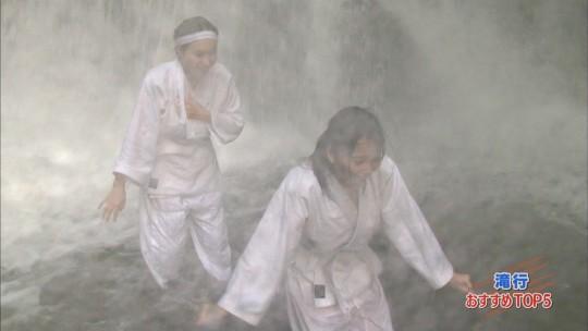 【画像あり】露骨なエロ番組で話題の「ランク王国」の滝行の回がやっぱり当たり回な件について。・30枚目