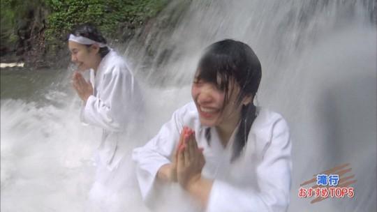 【画像あり】露骨なエロ番組で話題の「ランク王国」の滝行の回がやっぱり当たり回な件について。・34枚目