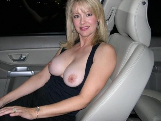 【異文化】車で露出するの大好き白人ネキ、なんでや??(画像30枚)・10枚目