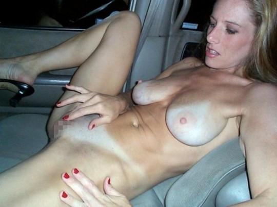 【異文化】車で露出するの大好き白人ネキ、なんでや??(画像30枚)・22枚目