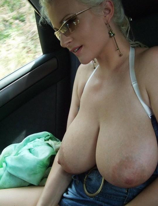 【異文化】車で露出するの大好き白人ネキ、なんでや??(画像30枚)・25枚目