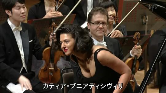 【GIFあり】NHKが放送したコンサートで召喚された爆乳ピアニストwwwwwww・8枚目