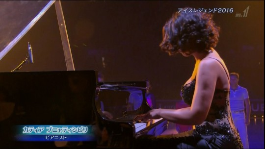 【GIFあり】NHKが放送したコンサートで召喚された爆乳ピアニストwwwwwww・21枚目