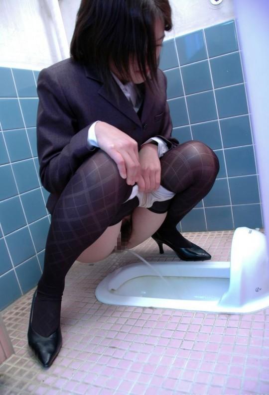 【画像あり】会社のトイレが和式のOLさんのご様子をご覧くださいwwwwwwwwwwwwwwwwwwww・15枚目
