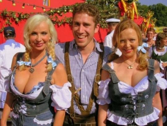 【マニアック】ドイツのスケベな民族衣装『ディアンドル』のエロ画像貼ってく。(画像30枚)・8枚目