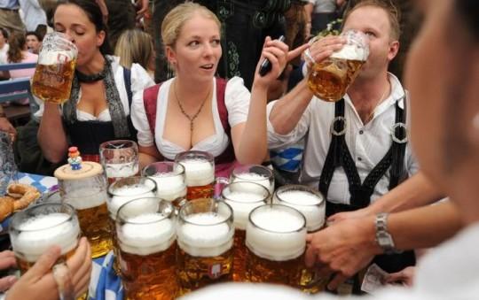 【マニアック】ドイツのスケベな民族衣装『ディアンドル』のエロ画像貼ってく。(画像30枚)・10枚目