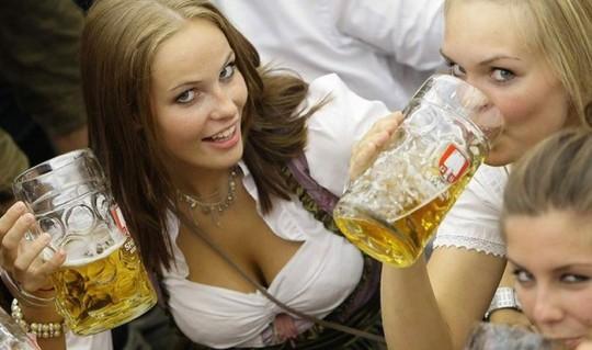 【マニアック】ドイツのスケベな民族衣装『ディアンドル』のエロ画像貼ってく。(画像30枚)・19枚目