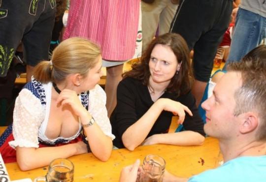 【マニアック】ドイツのスケベな民族衣装『ディアンドル』のエロ画像貼ってく。(画像30枚)・26枚目
