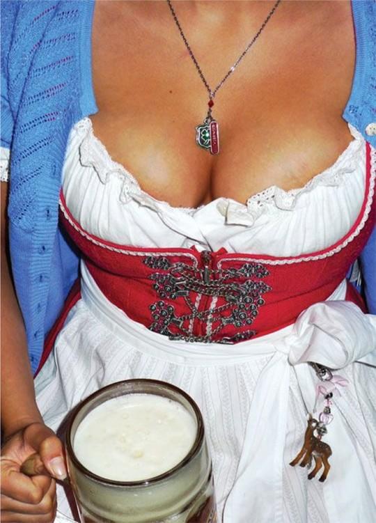【マニアック】ドイツのスケベな民族衣装『ディアンドル』のエロ画像貼ってく。(画像30枚)・28枚目