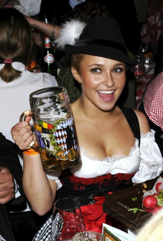 【マニアック】ドイツのスケベな民族衣装『ディアンドル』のエロ画像貼ってく。(画像30枚)・29枚目