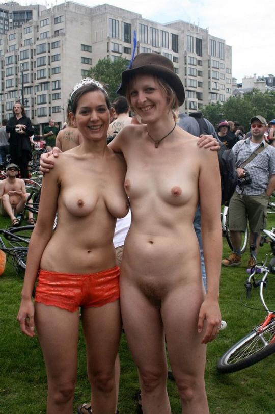 英国の「ワールド・ネイキッド・バイク・ライド」とかいう真面目な社会イベントの様子がマジキチwwww(画像あり)・10枚目