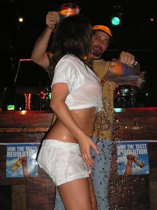 【wet T-shirt contest】和訳すると濡れTシャツコンテストとかいう夢のお祭りの様子をご覧下さいwwwww(画像あり)・19枚目