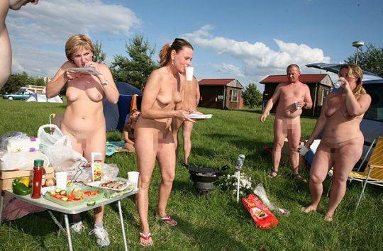 【ファーーー】外国のヌーディストビーチならぬ「ヌーディストキャンプ場」の様子をご覧下さいwwwwwwwwwww・6枚目
