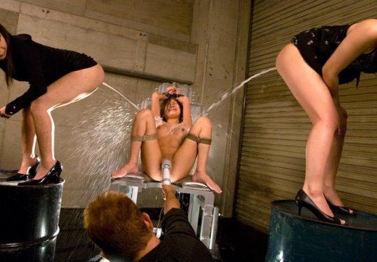 【閲覧注意】スカ女優上級者の「浣腸噴射マングリ返し顔面セルフ受け」とかいう免許皆伝の荒業wwwwwwwwwww(画像あり)・21枚目