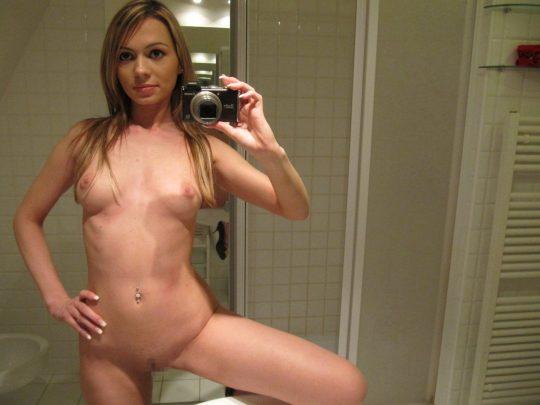 【画像あり】外人女が洗面所で全裸で鏡使って自撮りするあの謎文化、嫌いじゃないwwwwwwwwwwwwwwwwwwwwwww・17枚目