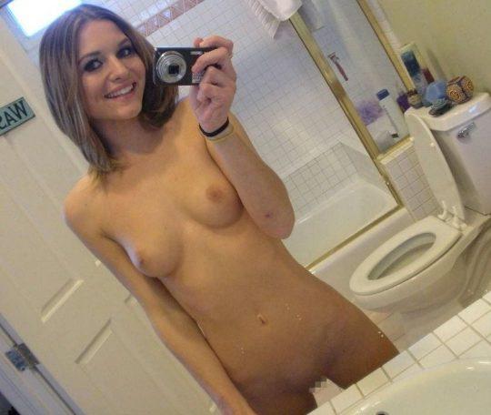 【画像あり】外人女が洗面所で全裸で鏡使って自撮りするあの謎文化、嫌いじゃないwwwwwwwwwwwwwwwwwwwwwww・20枚目