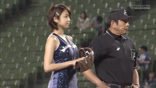 【画像あり】芸能人エロ始球式の画像を集めた結果・・・→ 壇蜜が変態すぎて野球冒涜レベルでワロタwwwwwwwwwwwwwwwwww・13枚目