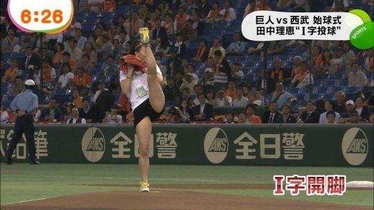 【画像あり】芸能人エロ始球式の画像を集めた結果・・・→ 壇蜜が変態すぎて野球冒涜レベルでワロタwwwwwwwwwwwwwwwwww・15枚目