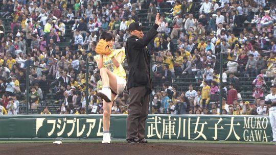 【画像あり】芸能人エロ始球式の画像を集めた結果・・・→ 壇蜜が変態すぎて野球冒涜レベルでワロタwwwwwwwwwwwwwwwwww・18枚目