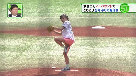 【画像あり】芸能人エロ始球式の画像を集めた結果・・・→ 壇蜜が変態すぎて野球冒涜レベルでワロタwwwwwwwwwwwwwwwwww・20枚目