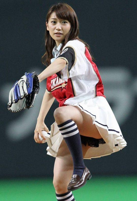 【画像あり】芸能人エロ始球式の画像を集めた結果・・・→ 壇蜜が変態すぎて野球冒涜レベルでワロタwwwwwwwwwwwwwwwwww・26枚目