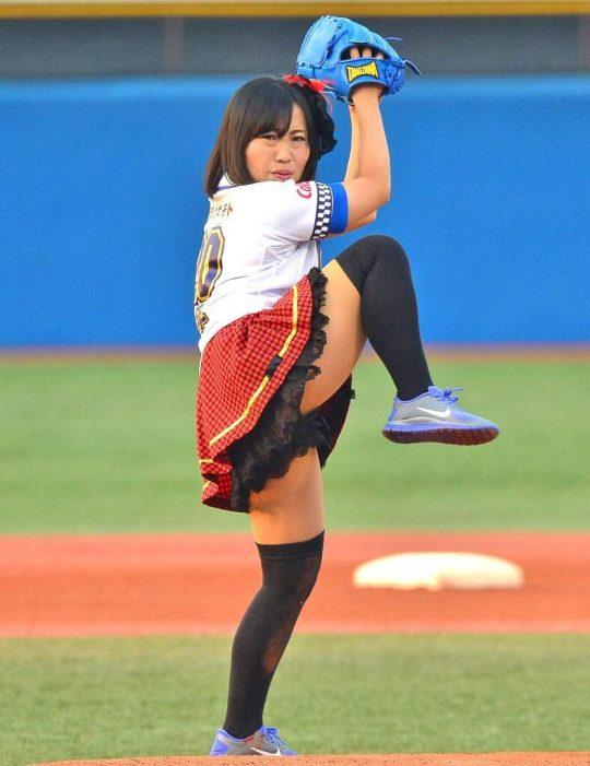 【画像あり】芸能人エロ始球式の画像を集めた結果・・・→ 壇蜜が変態すぎて野球冒涜レベルでワロタwwwwwwwwwwwwwwwwww・30枚目