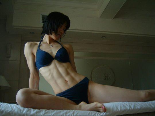 【画像あり】こういう腹筋が6パックに割れてる女、ぐぅエロいwwwwwwwwwwwwwwwwwwwwwwwww・1枚目