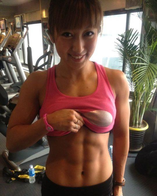 【画像あり】こういう腹筋が6パックに割れてる女、ぐぅエロいwwwwwwwwwwwwwwwwwwwwwwwww・4枚目