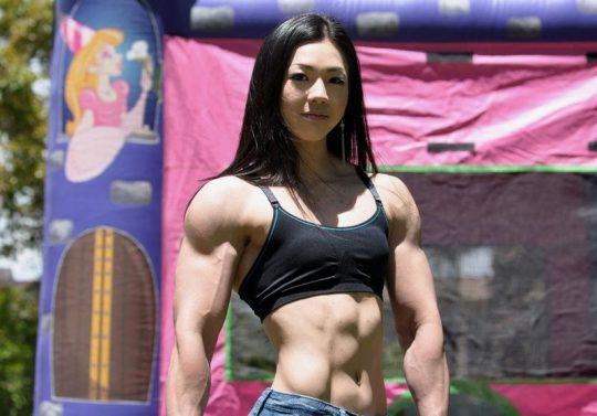 【画像あり】こういう腹筋が6パックに割れてる女、ぐぅエロいwwwwwwwwwwwwwwwwwwwwwwwww・9枚目