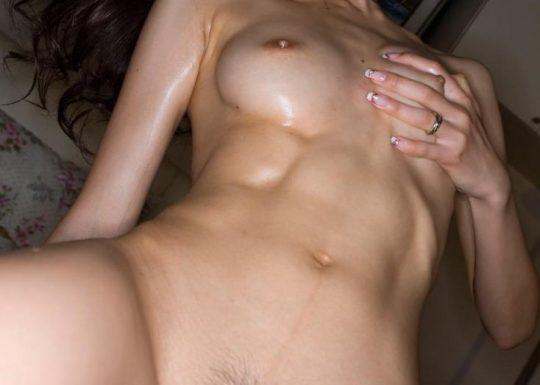 【画像あり】こういう腹筋が6パックに割れてる女、ぐぅエロいwwwwwwwwwwwwwwwwwwwwwwwww・22枚目