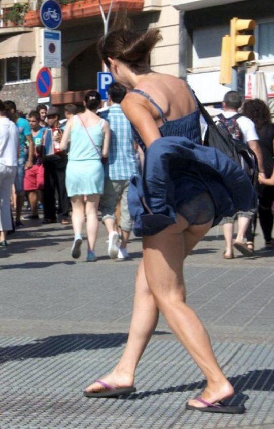 【画像あり】外国人女子のパンチラハプニング豪快杉ワロタwwwwwwwwwwwwwwwwwwwwwwwwwwwwwwwwww・3枚目