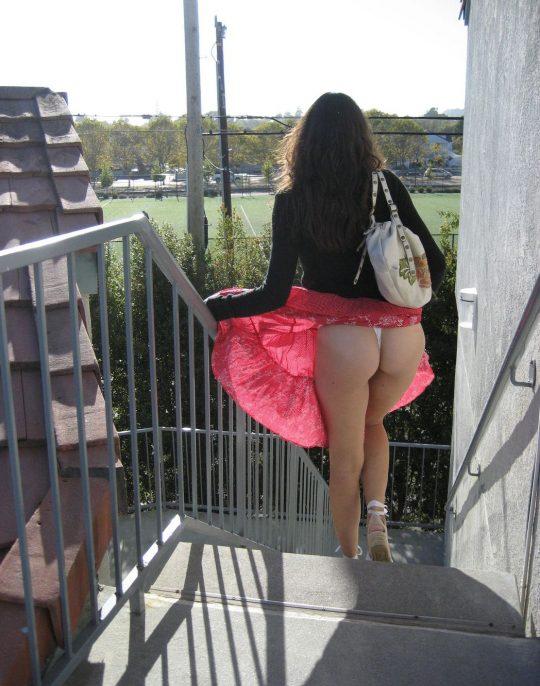 【画像あり】外国人女子のパンチラハプニング豪快杉ワロタwwwwwwwwwwwwwwwwwwwwwwwwwwwwwwwwww・26枚目