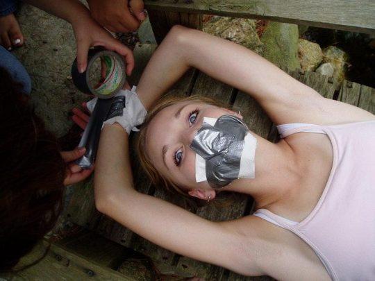 【画像あり】「拉致 拘束 女」でググった結果wwwwwww → 闇が深い画像が多すぎてワロタwwwwwwwwwwwwwww・16枚目