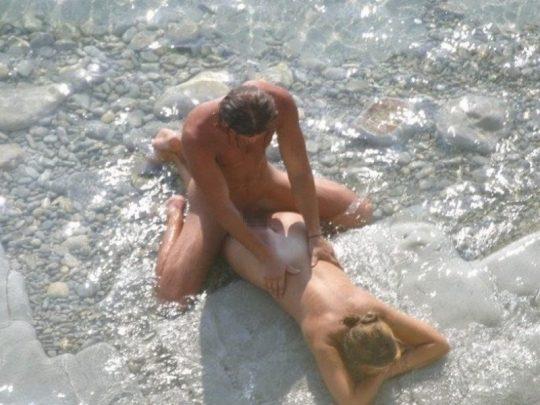 【ビーチおっぱい】海外のヌーディストビーチ、今年もとんでもないおっぱいモンスター多数でワロタwwwwwwww(画像、GIF160枚)・152枚目