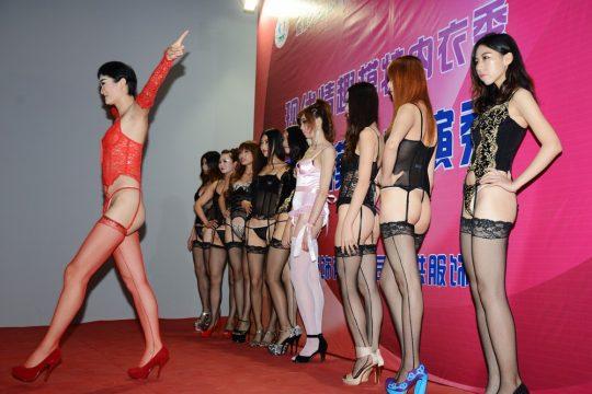 【画像あり】中国の下着ファッションショーの様子をご覧下さいwwwwwwwwwwwwwwwwwwwwwwwwwwww・14枚目