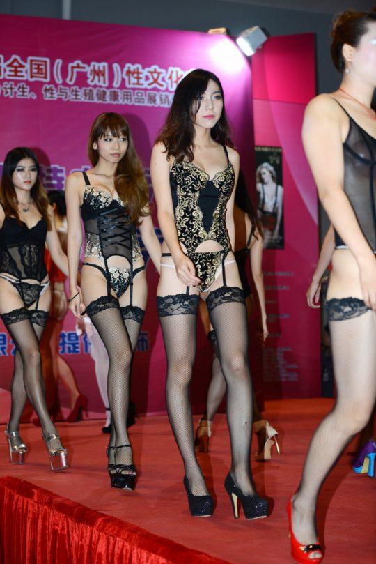【画像あり】中国の下着ファッションショーの様子をご覧下さいwwwwwwwwwwwwwwwwwwwwwwwwwwww・27枚目