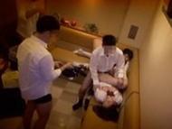 【流出】カラオケ屋の店員に睡眠薬を盛られた女子校生のヤバい映像