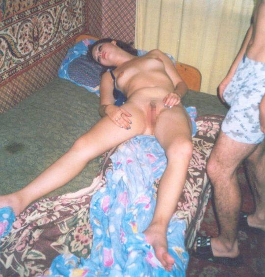 【草】睡眠中の彼女にチンポで悪戯してるぐぅ畜画像貼ってくwwwwwwwwwwwwwwwwwwwwwwwwww(画像あり)・10枚目